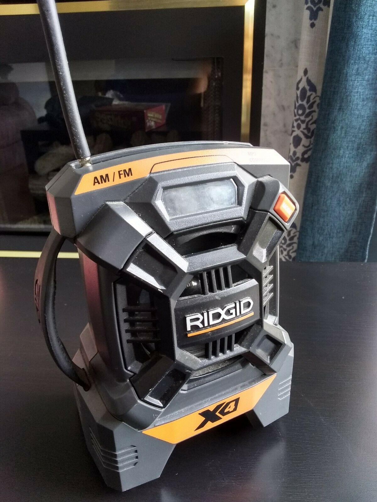 New RIDGID X4 18V CORDLESS MINI JobSite AM/FM MP3 Radio R84084 Fast FREE SHIP